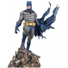 Figura DC Gallery: Batman Defiant